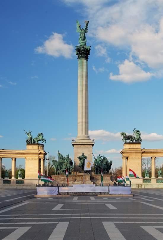 ¿Sabes cuáles son estas plazas de Europa?