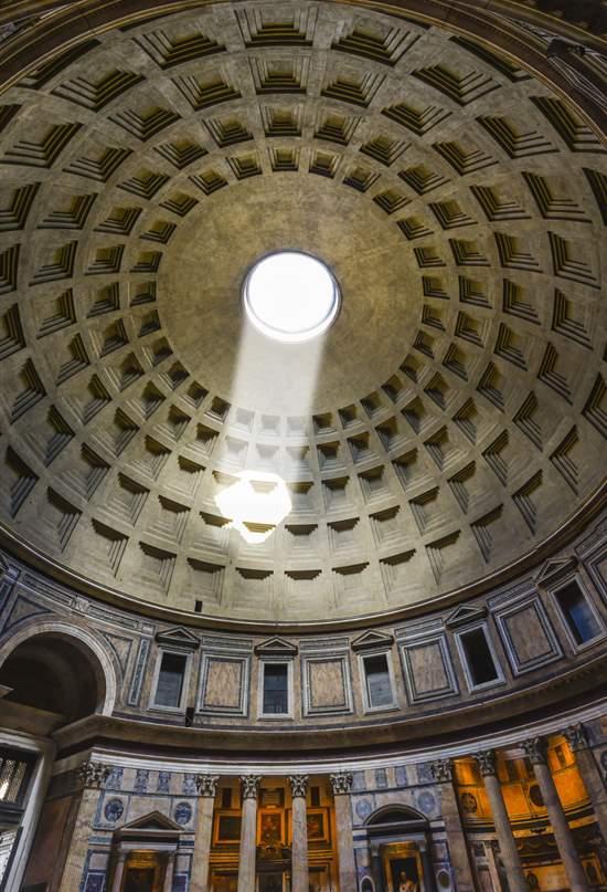 Vídeo: La iluminación del Panteón el día del Natale di Roma
